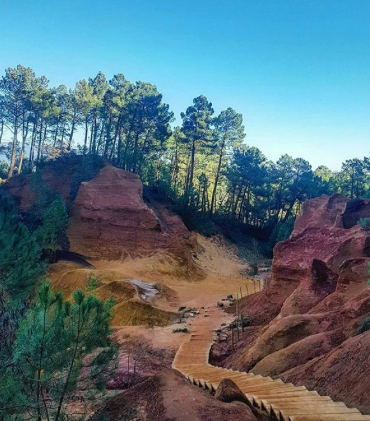 Roussillon, a must-see when you are at Mas Saint-Gens