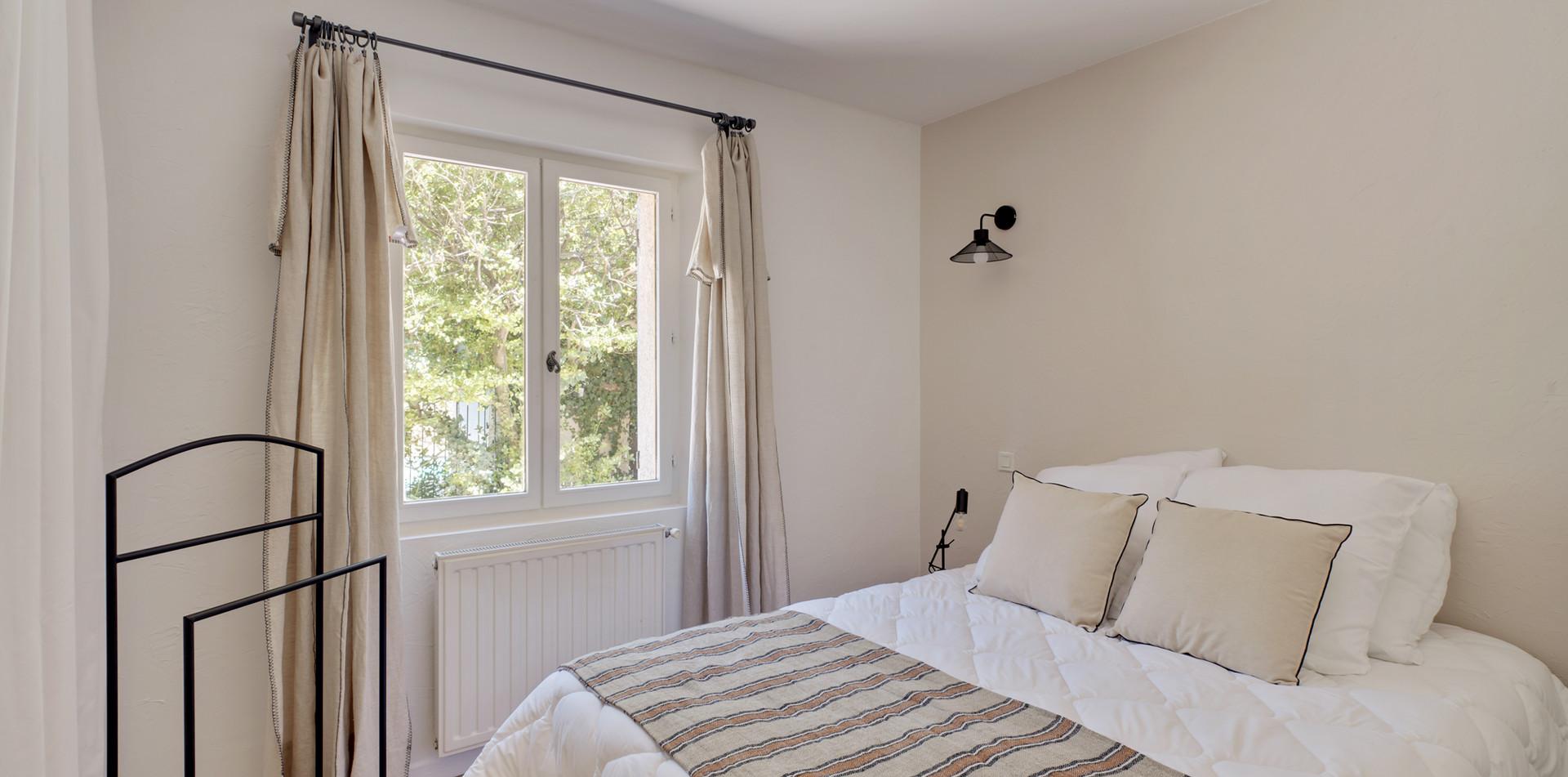 Maiosn des Rêveurs, bedroom 1, Mas Saint-Gens
