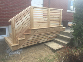 Cedar Deck with Horizontal Railings