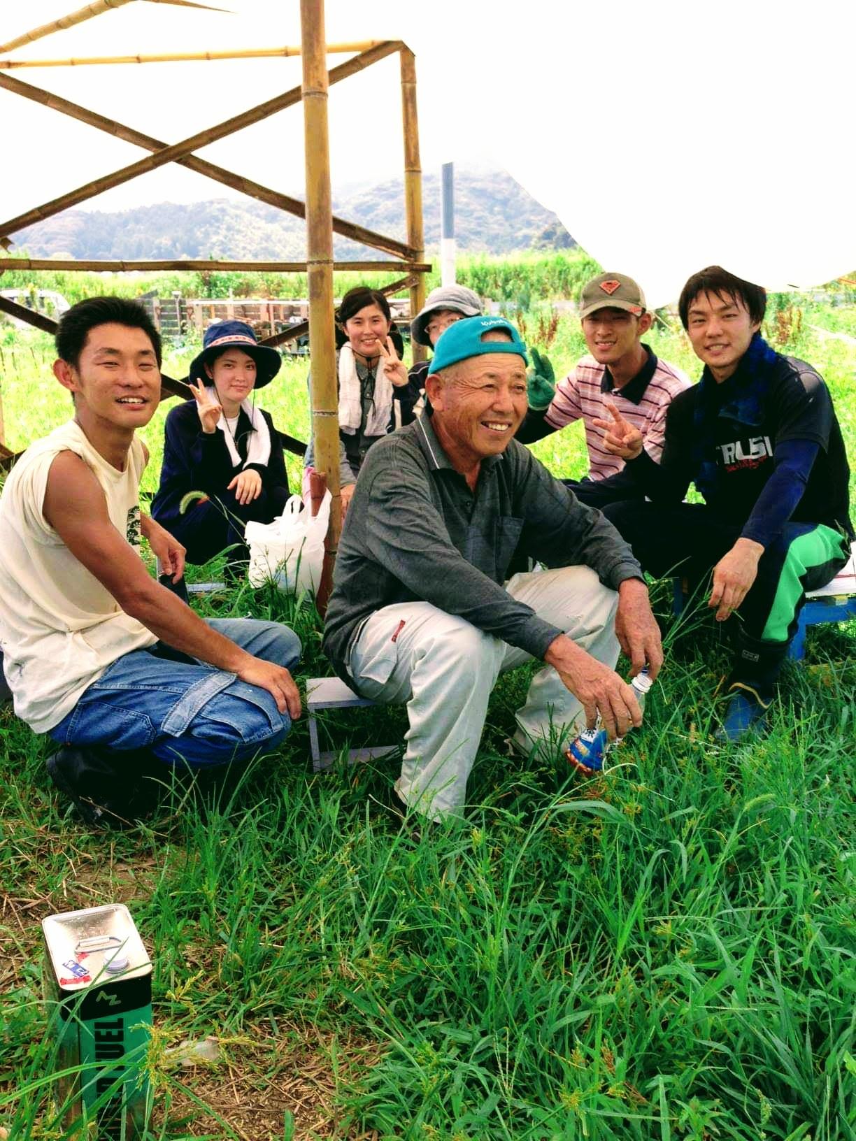 農作業中の笑顔