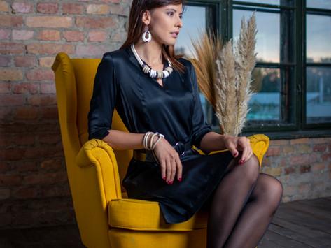 """Egy """"elkötelezett"""" ékszerkészítő – Interjú Schandl Nikolettel, a MOONO Jewelry alapítójával"""