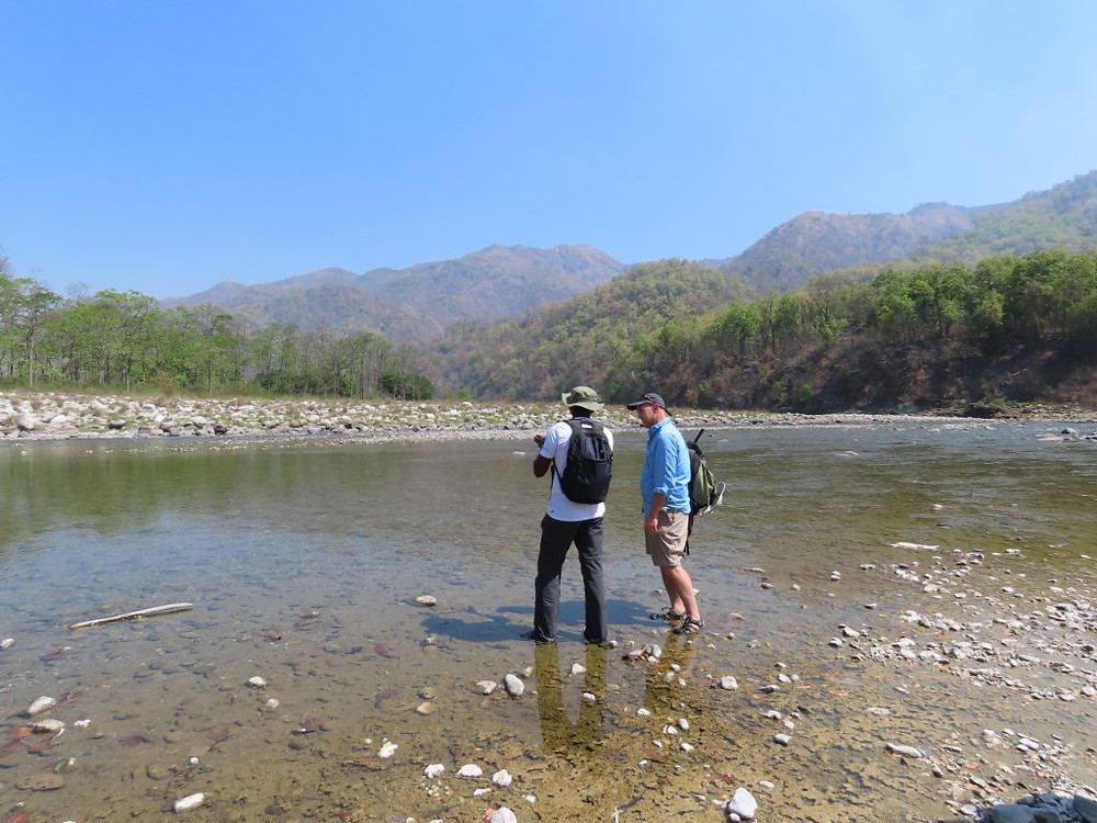 Dr Johnson of WII and Adrian Pinder of MT discuss mahseer conservation on the banks of the River Kosi