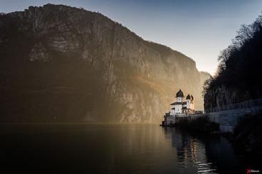 manastirea_mraconia_cazanele_dunarii.jpg