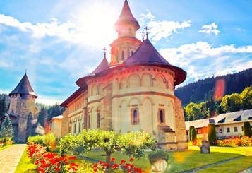 manastirea_putna_bucovina.jpg