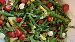 Simple and delicious: Stay cool down with this cold asparagus salad.