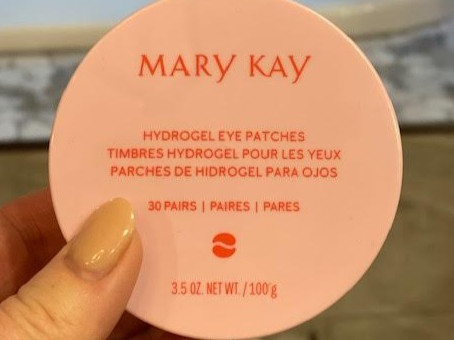 These hydrogel eye patches are not only soothing, they seriously diminish puffiness.