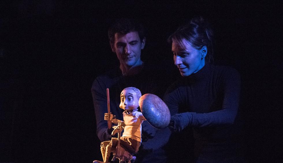Giraffe by Hop Signor Puppet Theatre