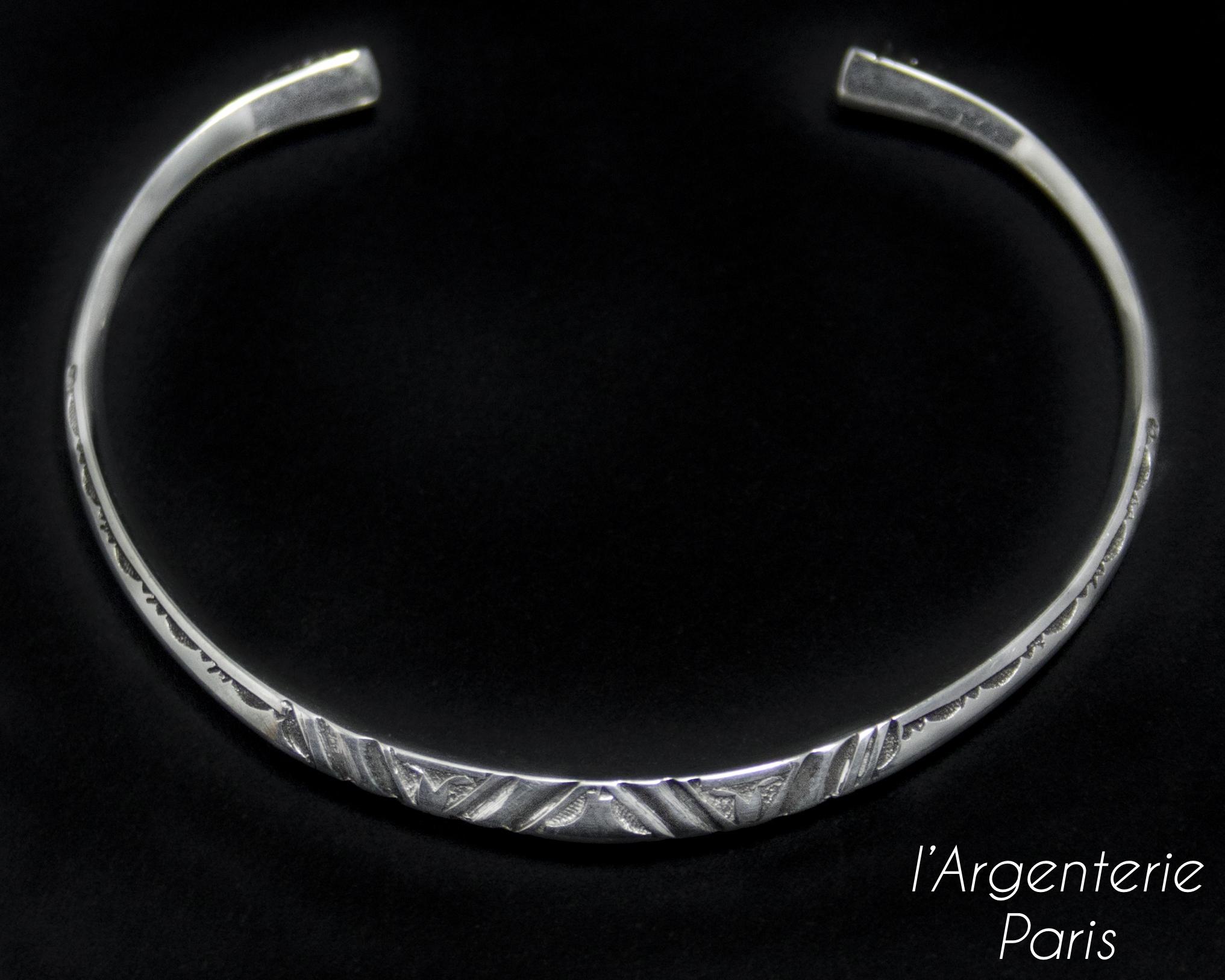 Bracelet en forme triangulaire