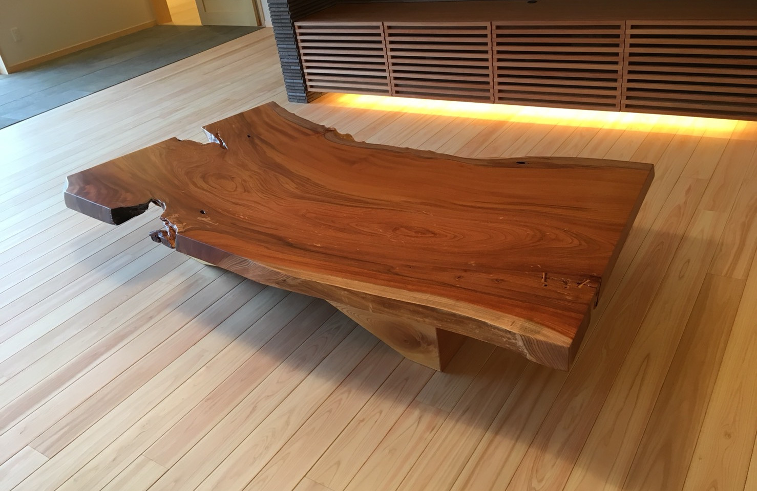 欅(けやき)の一枚板テーブル