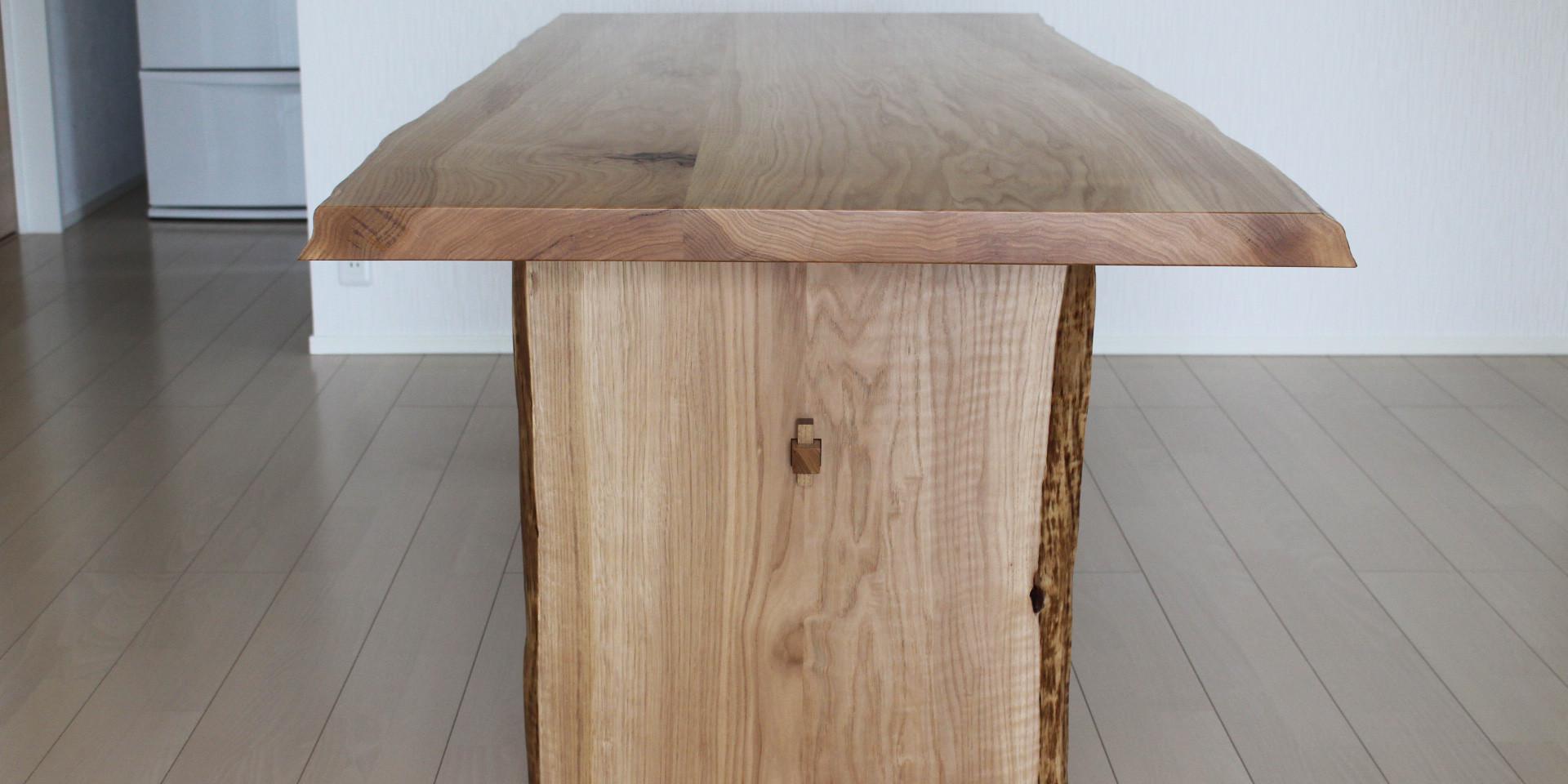 シイの木の3枚接ぎテーブル