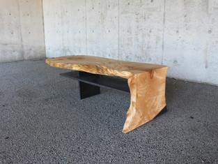 紅葉の一枚板テーブル