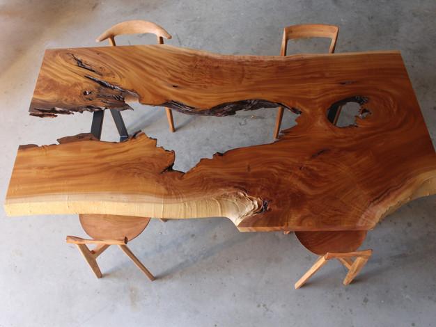 ケヤキの一枚板テーブル