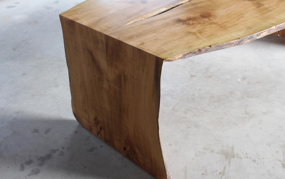 山桜の耳付き2枚接ぎテーブル