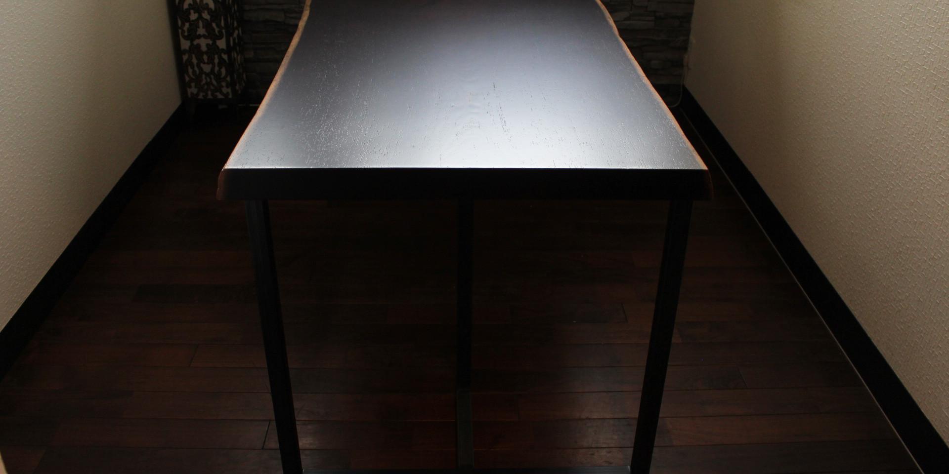 ウェンジの一枚板テーブル