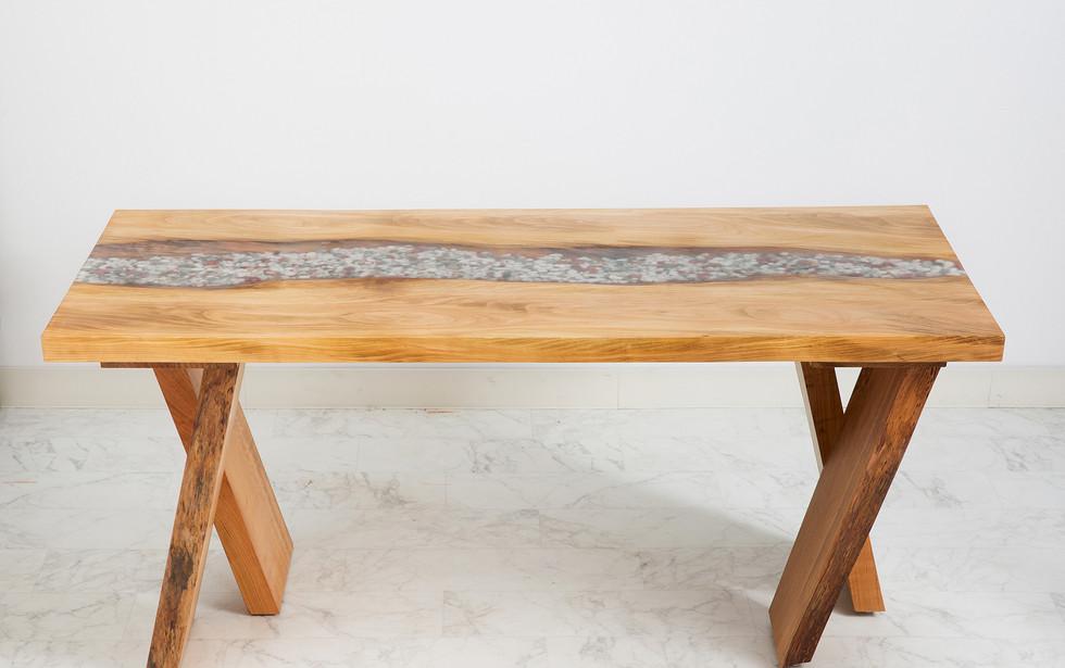 山桜のレジンテーブル