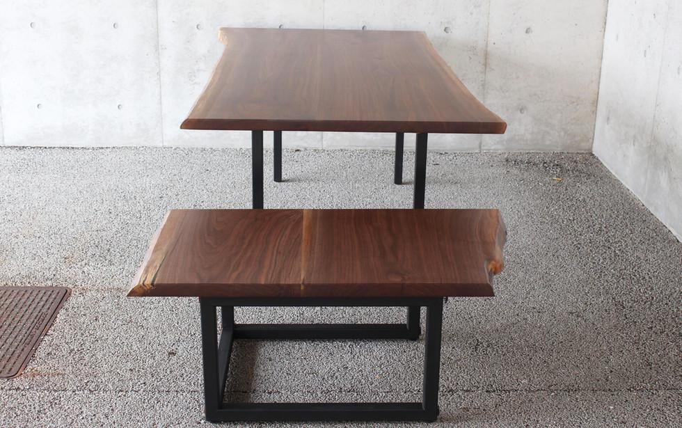 ウォールナットのパーティテーブル