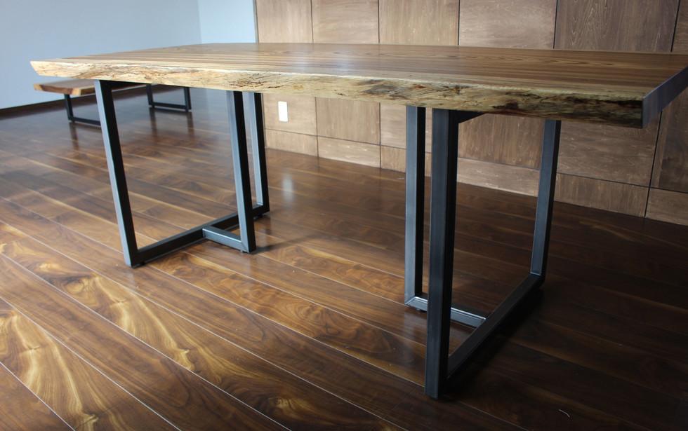 ゼブラウッドのダイニングテーブル