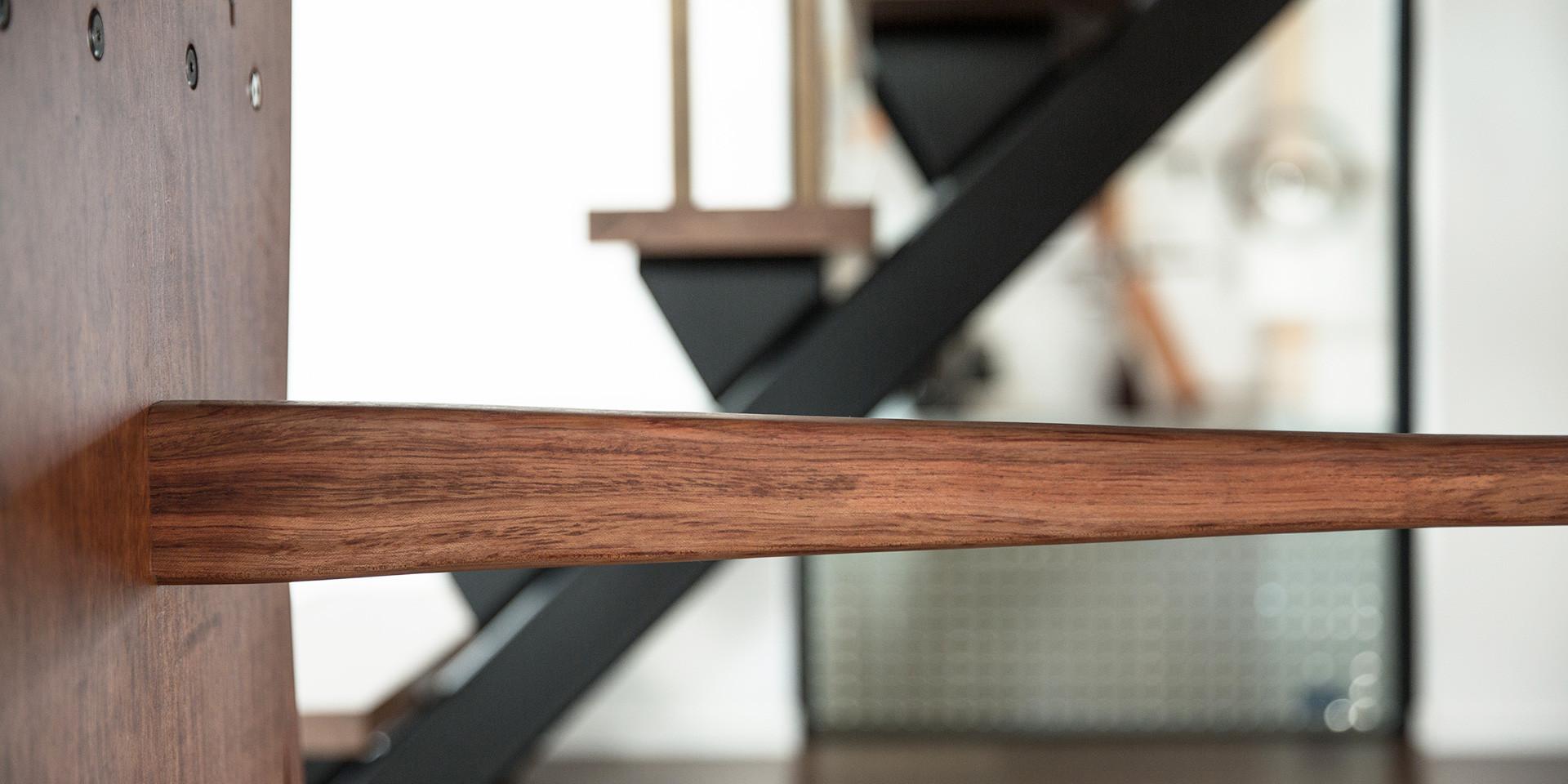 ブビンガの水鏡テーブル