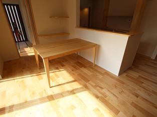 シイの木のダイニングテーブル