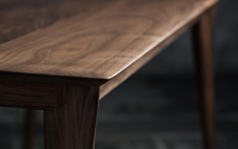 ウォールナットのスムーステーブル