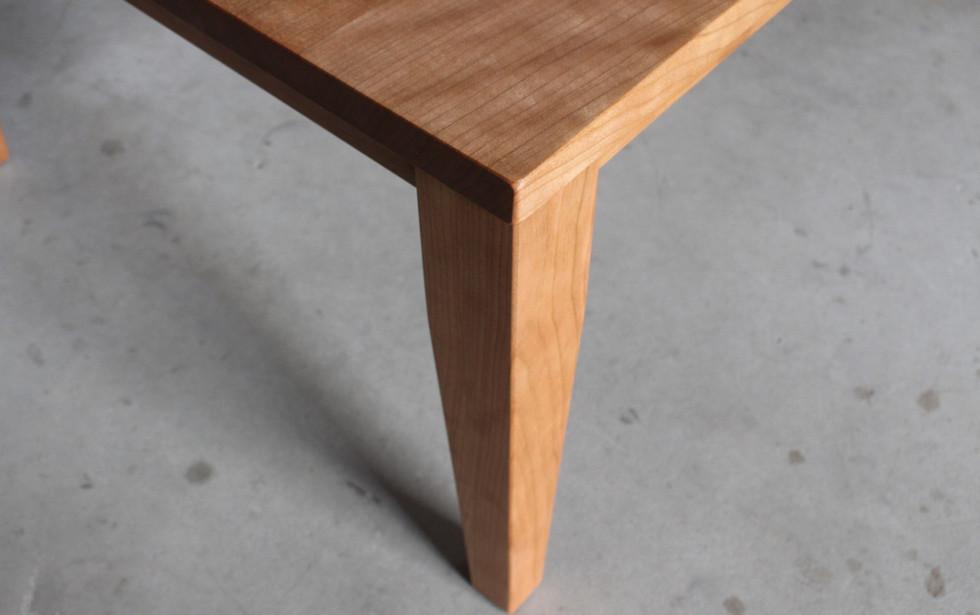 ブラックチェリーのスクエアテーブル