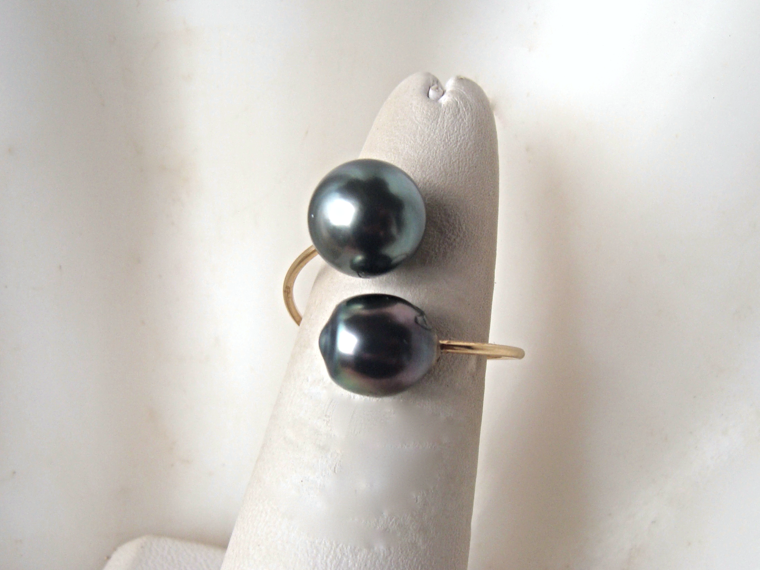 """Pearl Dialogue"" (RS3385)"