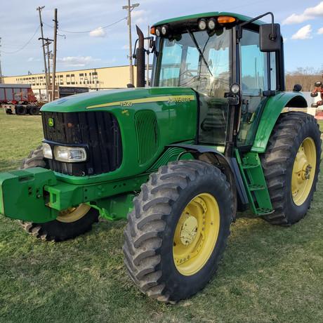 2006 John Deere 7520 Tractor.jpg