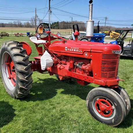 Farmall H Tractor.jpg