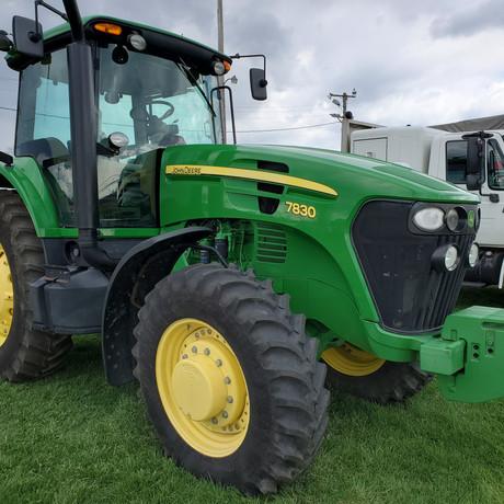 John Deere 7830 Tractor.jpg
