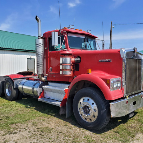 1985 KW W900 Day Cab Road Tractor.jpg