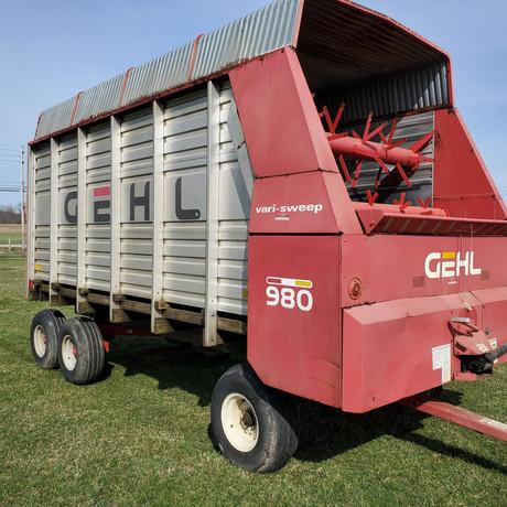 Gehl 980 16' Forage Box.jpg