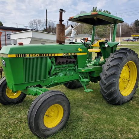 John Deere 2950 Tractor.jpg