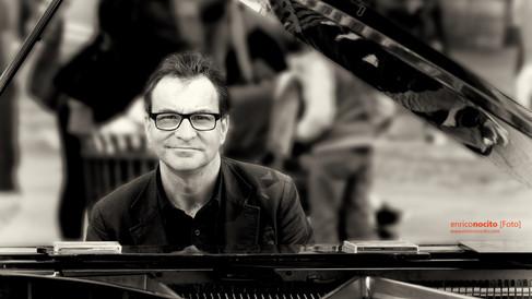 Il pianista fuori posto ...