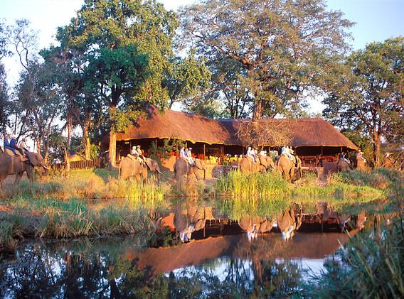BOTSWANA Lodge.jpg