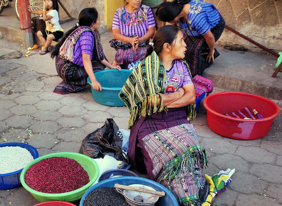 Guatemala femmes marché.jpg