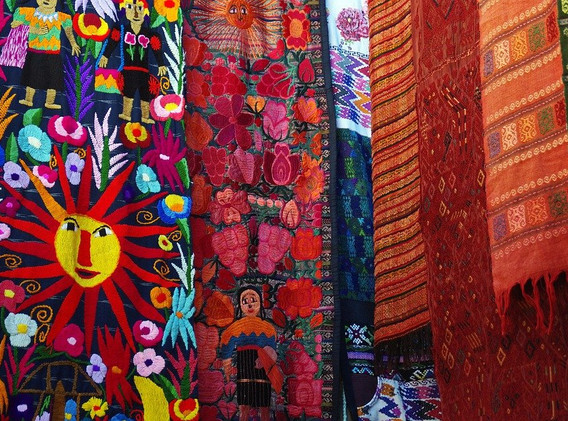 Guatemala marché tissus.jpg