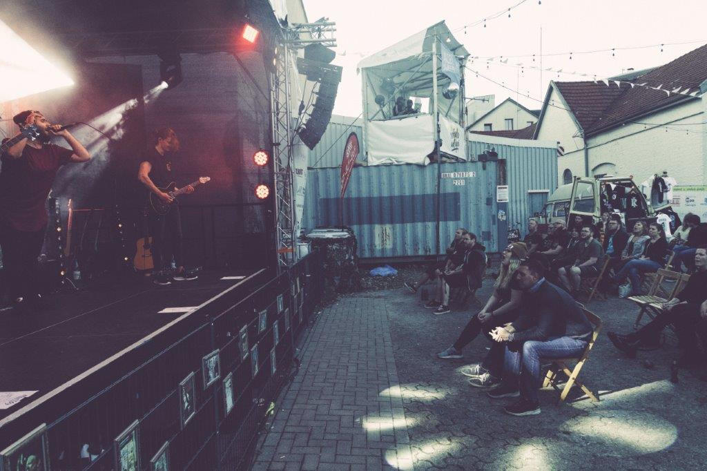 Maelføy on stage