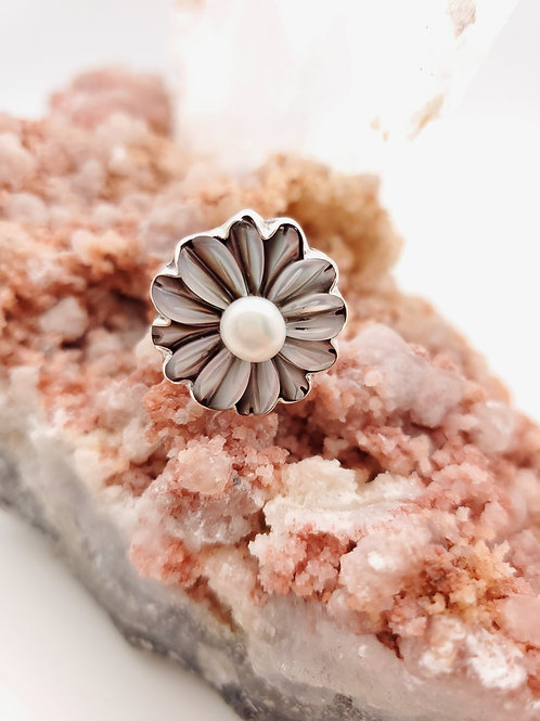 Mother of Pearl Daisy Ring