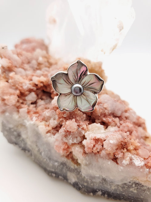 Mother of Pearl Floral Ring