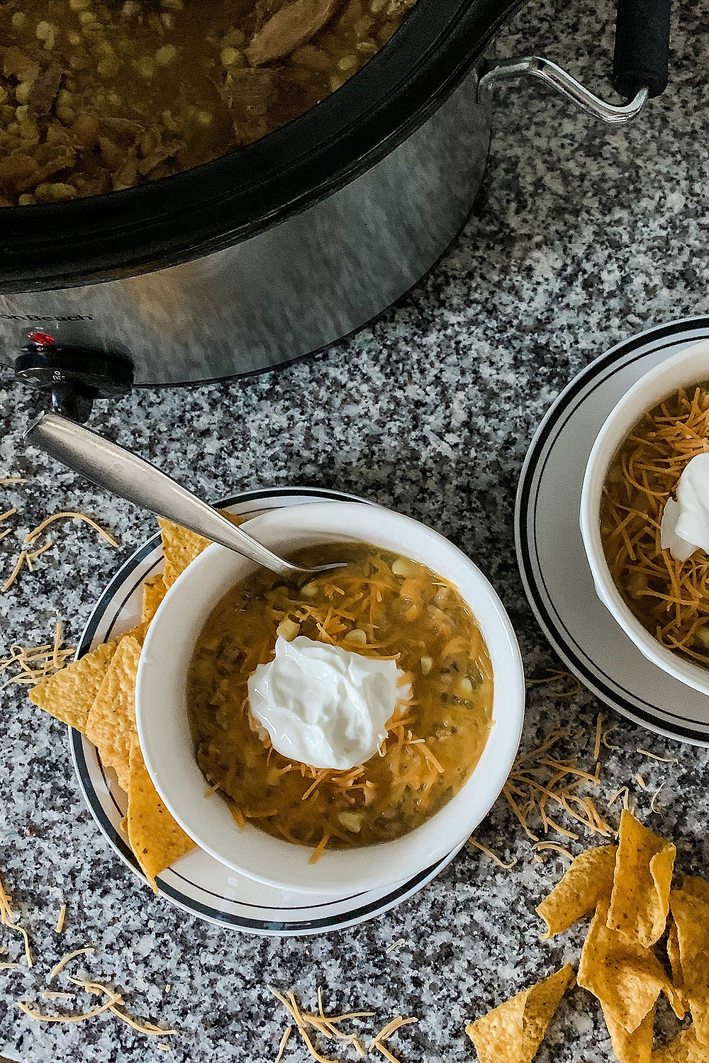 Green turkey chili, crockpot recipe, slow cooker recipe, slow cooker chili, crockpot chili, super bowl chili, winter meal, easy weeknight meal, easy weekend meal, slow cooker meal, healthy chili recipe, easy chili recipe, easy dinner recipe, what to make for dinner, comfort food recipe, favorite chili recipe, healthy slow cooker recipe, chili topping ideas, what to make for a crowd, crown pleaser recipe, super bowl meal, super bowl recipe, super bowl idea, healthy dinner recipe, slow cooker dump recipe