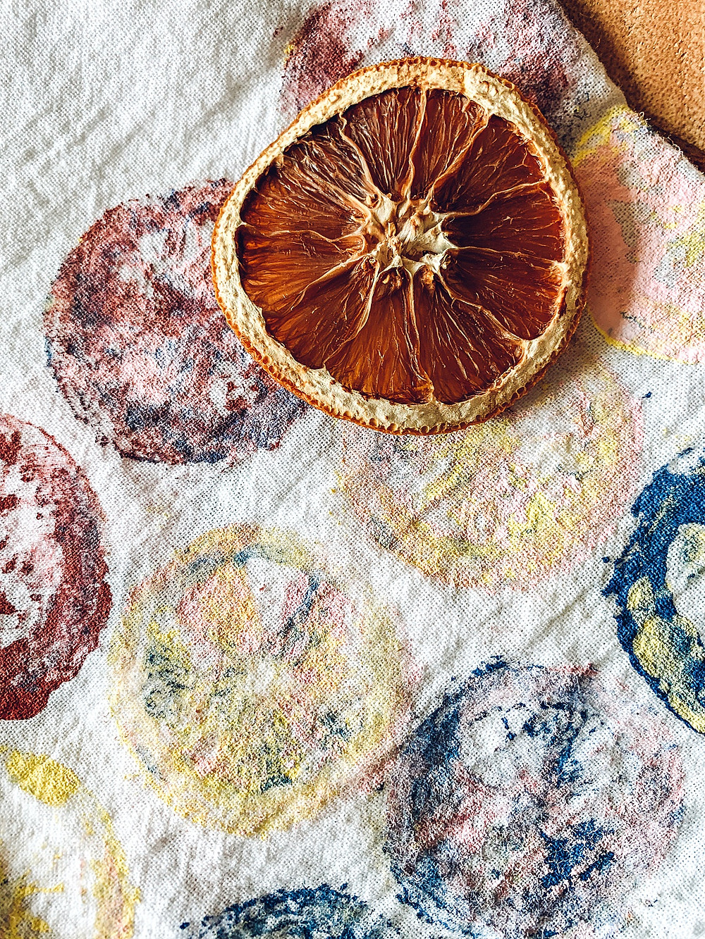 Summer diy, spring diy, hand towels, diy stamps, stamped hand towels, easy diy, budget friendly diy, women who diy, kitchen décor, easy home décor, the rural legend, zinnias, poppies, lego, dried oranges, diy with flowers, flour sack towels, diy towels, simple diy, easy diy décor, kitchen styling, family crafts, gift ideas, diy gift, mother's day gift, hostess gift, Christmas gift