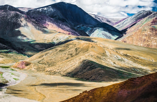 Painted Mountaind, Tibet