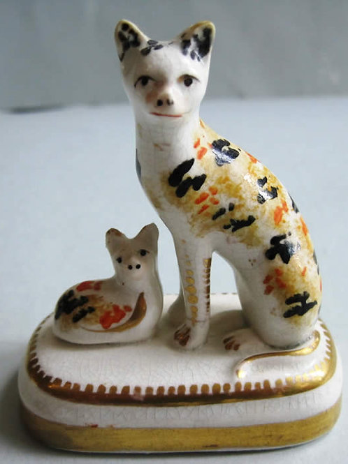 19THC. PORCELLANOUS STAFFORDSHIRE CAT AND KITTEN