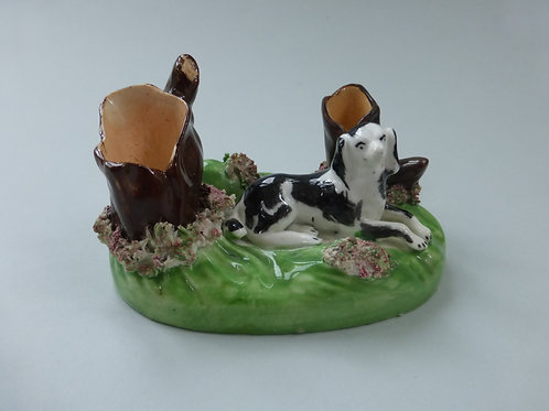 19THC PORCELLANOUS STAFFORDSHIRE DOG AND KENNEL GROUP