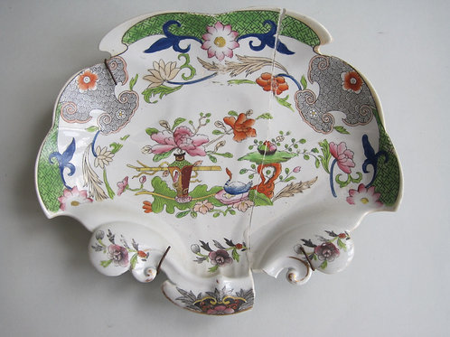 19THC. MASONS FLOWERPOT AND TABLE PATTERNED SHELL SHAPED DISH