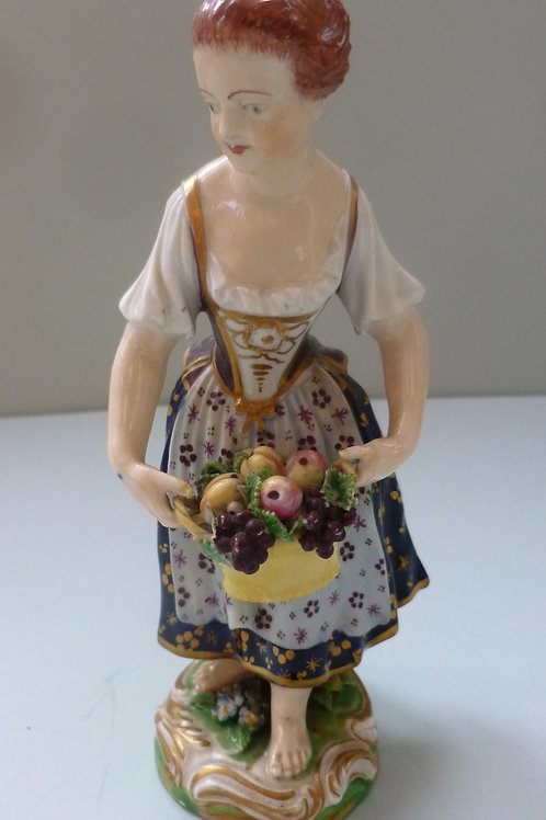 19THC DERBY FIGURE OF A YOUNG LADY