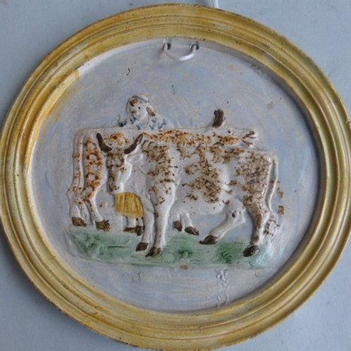 19THC CIRCULAR PEARLWARE POTTERY PLAQUE MOULDED WITH COWS AND DAIRYMAID