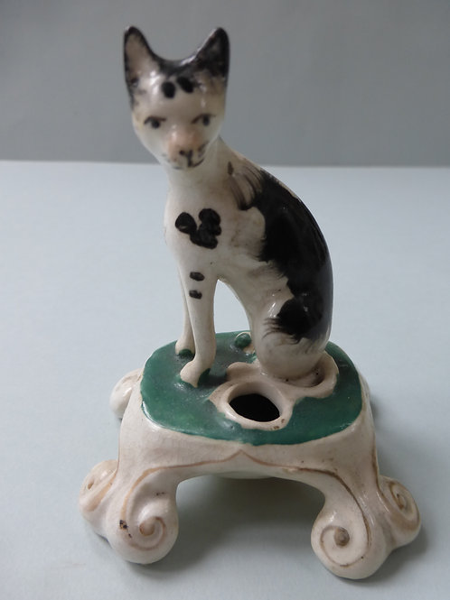 19THC. STAFFORDSHIRE QUILL HOLDER OF BLACK AND WHITE CAT
