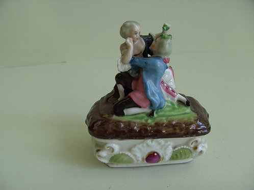 19THC CONTINENTAL PIN BOX FAIRING OF 2 LOVERS