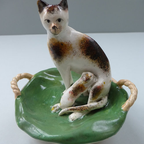 19THC PORCELLANOUS STAFFORDSHIRE OF CAT AND KITTENS SEATED IN BASKET